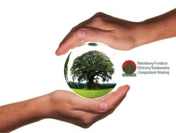 """Stowarzyszenie """"Dorośli-Dzieciom"""" w ramach środków pochodzących z Narodowego Funduszu Ochrony Środowiska i Gospodarki Wodnej zakończyło realizację szeregu inicjatyw obywatelskich związanych z zachowaniem i zabezpieczeniem walorów przyrodniczych powiatu sępoleńskiego, jak i ochrony zagrożonych w nim elementów środowiska naturalnego."""