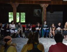 """W Atskuri, w Gruzji, rozpoczął się trzeci dzień koordynowanego przez nasze stowarzyszenie szkolenia """"Outdoor L.O.V.E."""". 24-osobowa grupa pracowników młodzieżowych z Gruzji, Armenii, Czeczenii, Białorusi, Grecji, Hiszpanii, Łotwy i Polski uczy się o tym czym jest inteligencja emocjonalna, jaki ma wpływ na relacje z innymi, umiejętność radzenia sobie ze stresem i satysfakcję z życia."""