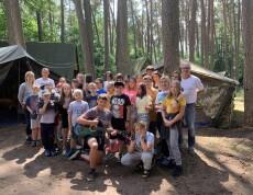 30 czerwca 2021r. był dniem wyjazdu na obóz dla 30 wychowanków, którzy systematycznie uczęszczali do Świetlicy Terapeutycznej w Sępólnie Krajeńskim. To już 25 raz, czyli od 25 lat nasi wychowankowie wyjeżdżają na obozy socjoterapeutyczne do Harcerskiego Centrum Edukacji Ekologicznej w Funce.