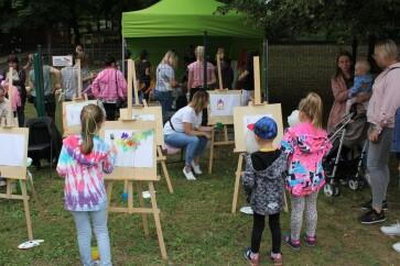 """W ramach projektu """"Centrum Aktywności Rodziny drogą do integracji"""" odbył się piknik rodzinny. W organizacji tego wydarzenia aktywnie wzięli udział uczestnicy projektu, którzy przygotowali wiele atrakcji dla dzieci, młodzieży i dorosłych."""